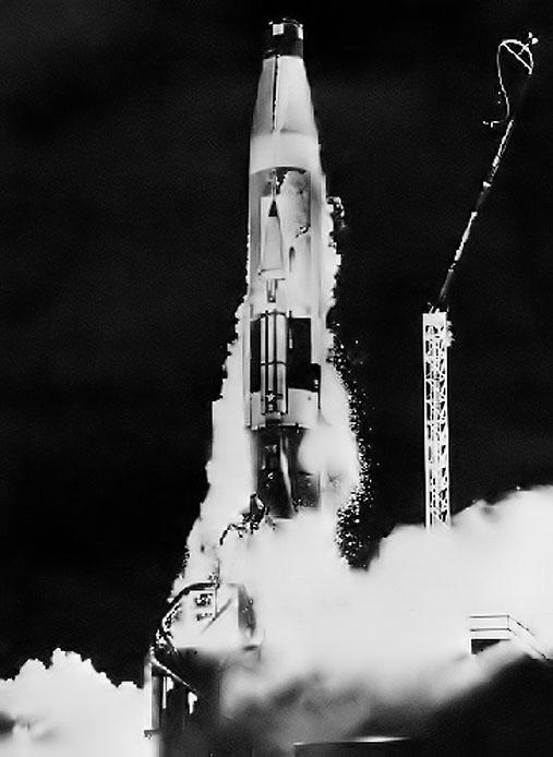 Robert McCall est mort à l'âge de 90 ans Czeskoslovakia_1961_space_mi_1254_atlas